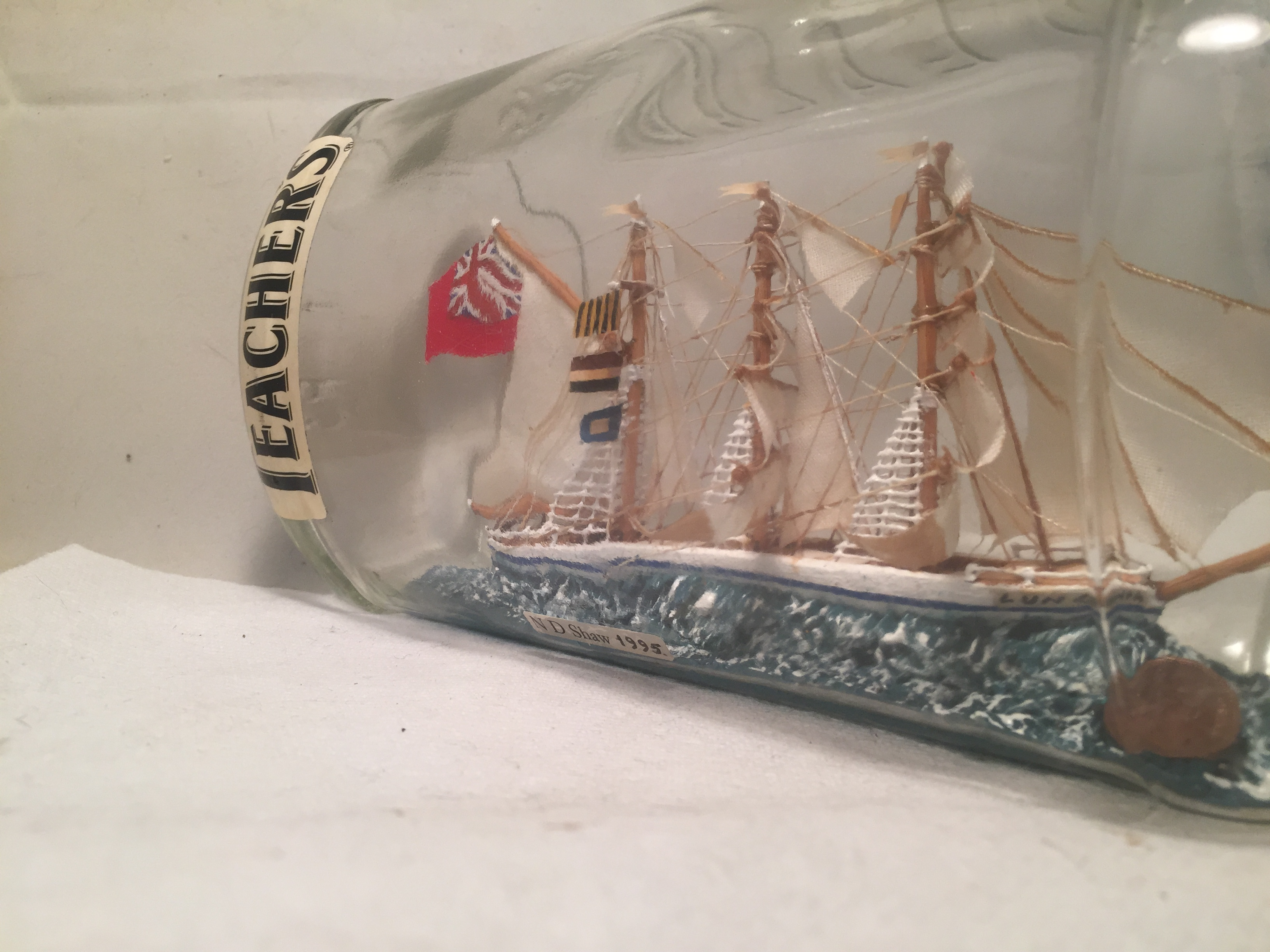 LUNGWHA ship in a bottle